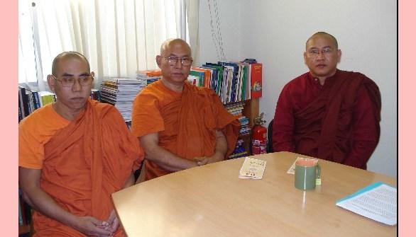 No Brasil, monges de Mianmar pedem sanções contra a ditadura em seu país