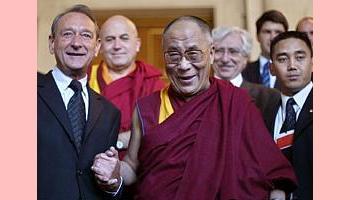 China protesta contra título ao Dalai Lama