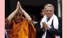 Dalai Lama acusa chineses de voltarem a matar no Tibete
