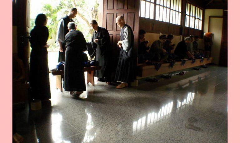 Refeição na sala dos monges. Mosteiro do Morro da Vargem.(Foto Seigen)