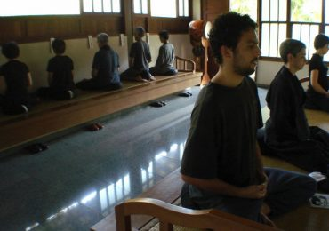 Sentar-se sem objetivos | Monge Genshô