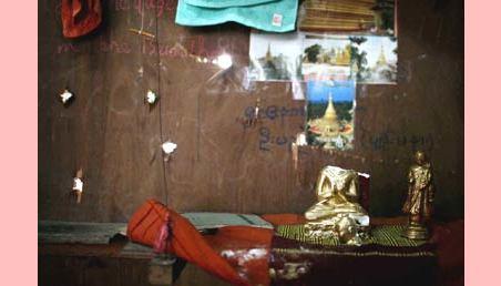 Enquanto isto, em um templo em Myanmar...