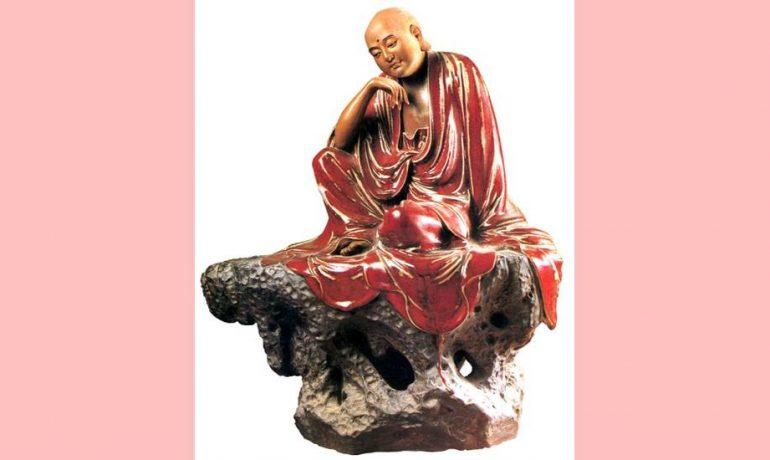 Buddha sai do palácio