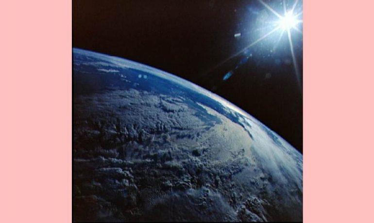 """Existe uma """"presença"""" subjacente ao universo?"""